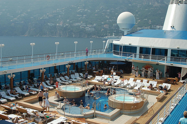 Cruise Liner Pool